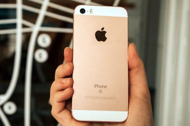 'Ook enkele iPhone SE gebruikers klagen over uitvallend toestel'